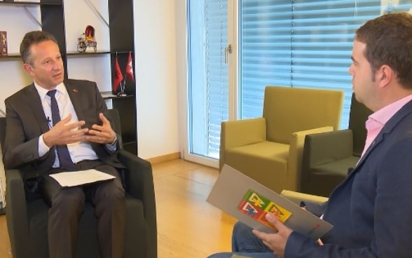 Swiss Ambassador in Albania during the interview with Vizion+ television. ©FDFA