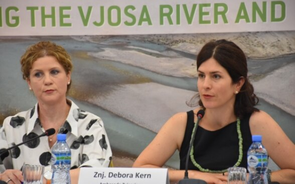 Head of Local Governance at the Swiss Embassy in Albania Debora Kern speaking at the event about the Vjosa protection campaign. ©FDFA