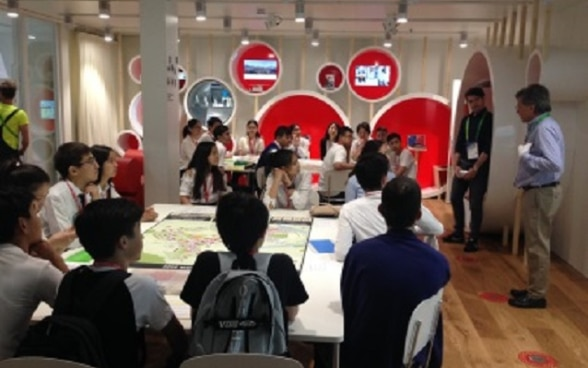 Students participating at a Workshop in the Swissnexlab Swiss Pavilion Expo 2017