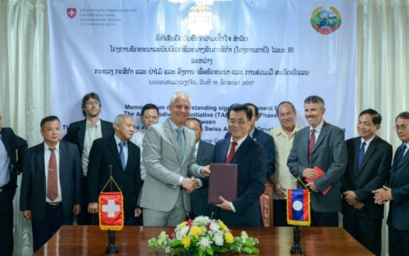 A Memorandum of Understanding was signed yesterday by H.E. Dr. Phouang Parisak Pravongviengkham, Deputy Minister of Agriculture and Forestry and Mr. Tim Enderlin, Director of Cooperation for the Mekong Region of the Swiss Agency for Development and Cooperation (SDC).