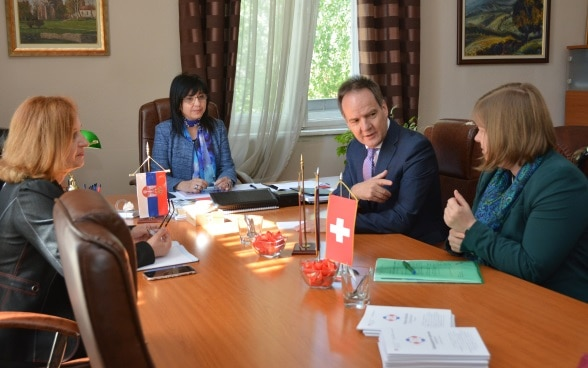 Deputy Mayor Vesna Lazarevic, Ambassador Philippe Guex and Deputy Head of the Swiss Cooperation Office Sibylle Hägler in a meeting