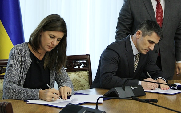 Signing the assistance agreement between ICAR and Ukraine.