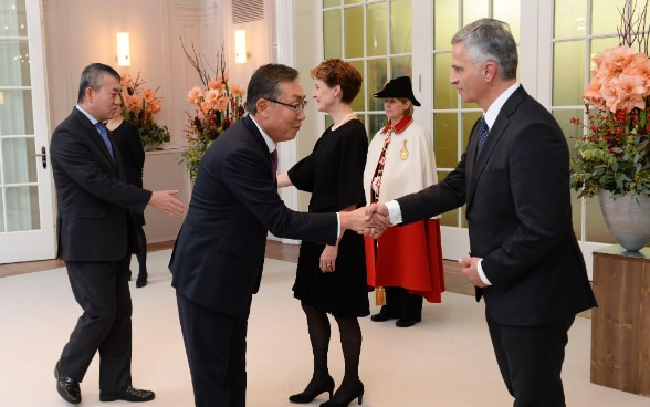 On the occasion of the New Year's reception, the President of the Swiss Confederation, Simonetta Sommaruga, greeted the diplomatic corps together with Foreign Minister Didier Burkhalter