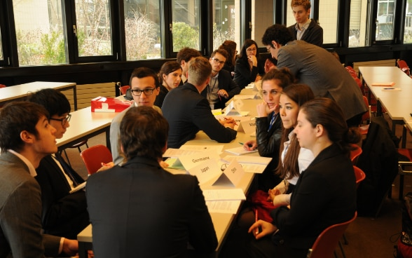Model ASEM, Federal Institute of Technology Lausanne EPFL, students, simulated negotiations