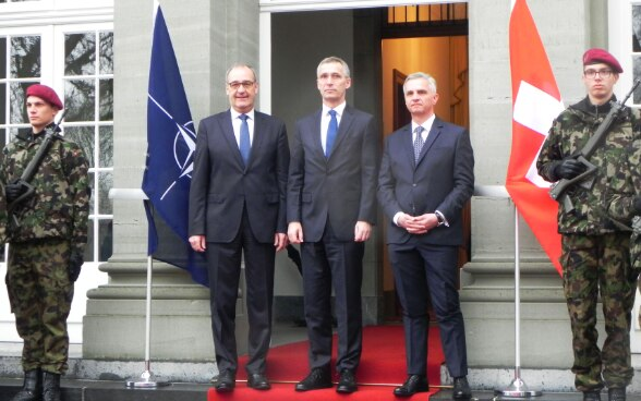 Federal Councillor Guy Parmelin, head of the Federal Department of Defence, Civil Protection and Sport (DDPS) – Secretary general of the North Atlantic Treaty Organization (NATO), Jens Stoltenberg and Federal Councillor Didier Burkhalter, head of the Federal Department of Foreign Affairs (FDFA) © FDFA