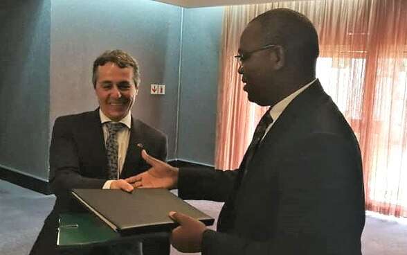 Federal Councillor Ignazio Cassis shakes hands with Kafwaya Mutotwe.