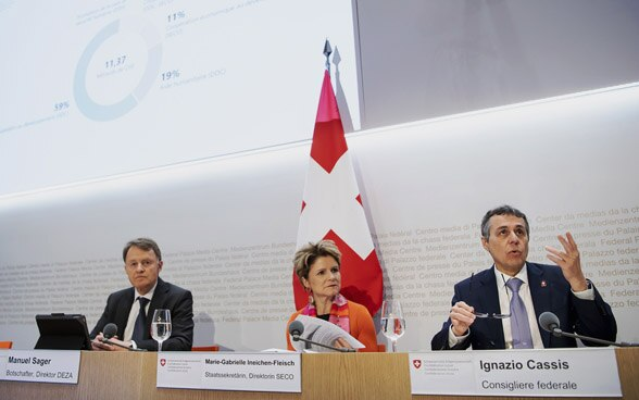Federal Councillor Ignazio Cassis, SDC Director-General Manuel Sager and SECO Director Marie-Gabrielle Ineichen-Fleisch answer journalists' questions at a media conference at the Media Centre of the Federal Palace in Bern.