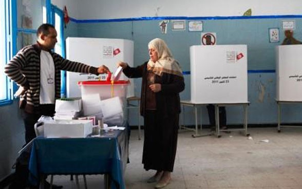 A woman is voting in Tunisia.