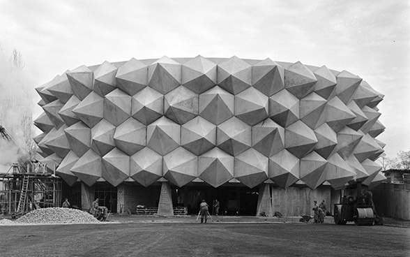 "Original photo of the hedgehog ""Wehrhafte Schweiz"" (fortress Switzerland) pavilion at Expo 64 in Lausanne"