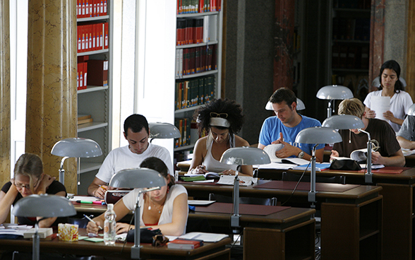 Students in the library of the University of Bern.