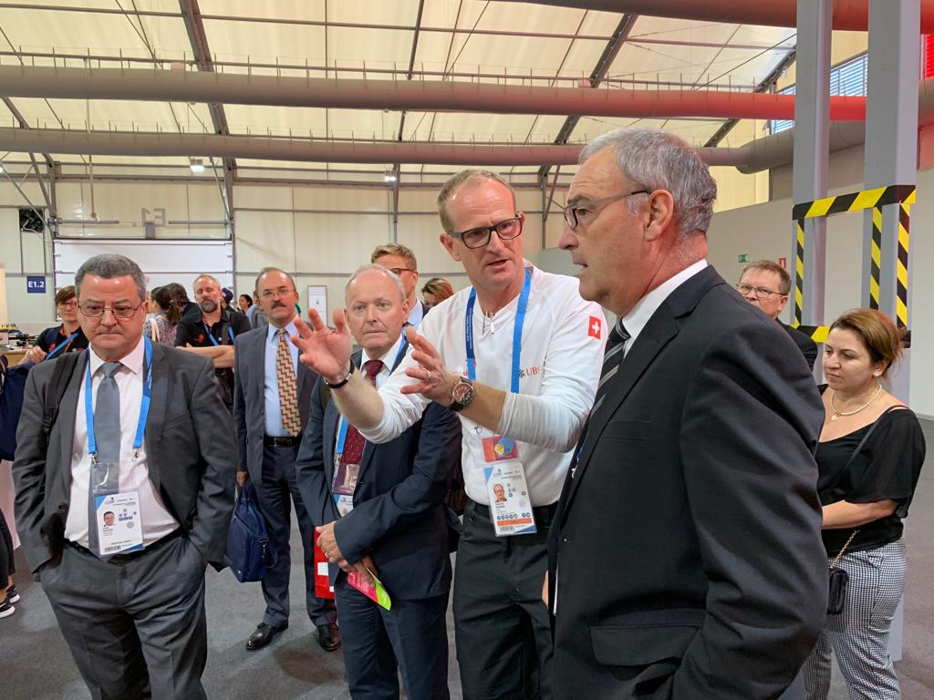 Guy Parmelin and Yves Rossier meet the SwissSkills team at the WorldSkills in Kazan