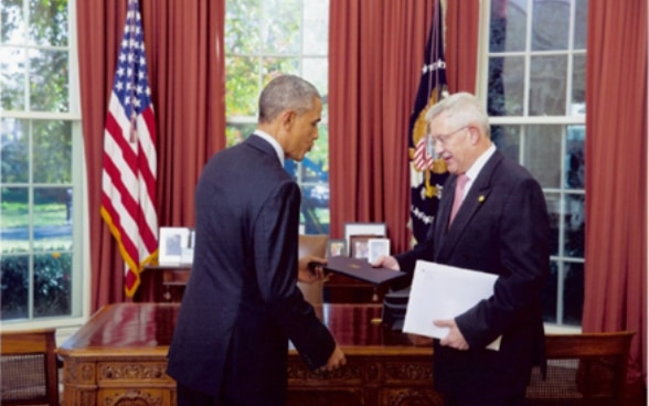 Ambassador Dahinden Presenting His Credentials to President Obama