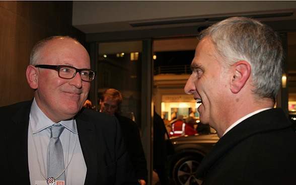 Federal Councillor Didier Burkhalter in a conversation with with the first vice president of the European Commission, Frans Timmermans.