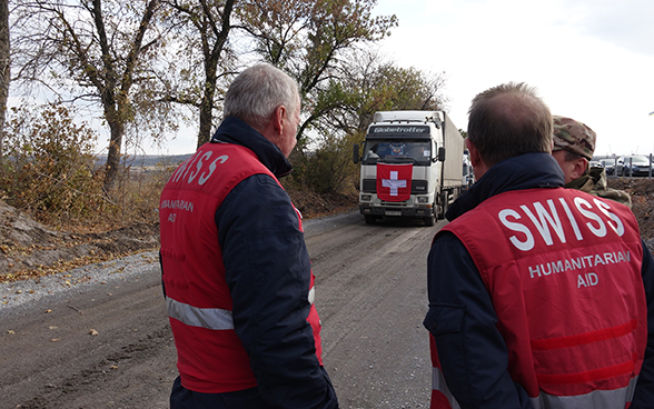 One convoy of 20 trucks carrying 293 tonnes of goods reached Donetsk. Among the transported goods were aluminium sulphate and chlorine, destined for the Donbas waterworks, and cancer medicines.