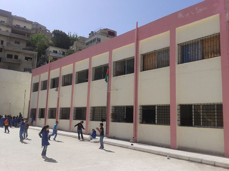 The rehabilitation of schools (here in Jordan) is part of the expert group's activities. © SDC