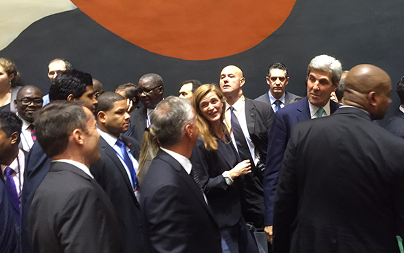 Federal Councillor Didier Burkhalter greets US Secretary of State John Kerry at 71st UN General Assembly in New York.