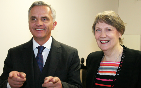 An animated meeting between the Federal Councillor Didier Burkhalter and Helen Clark, head of the United Nations Development Programme. © FDFA