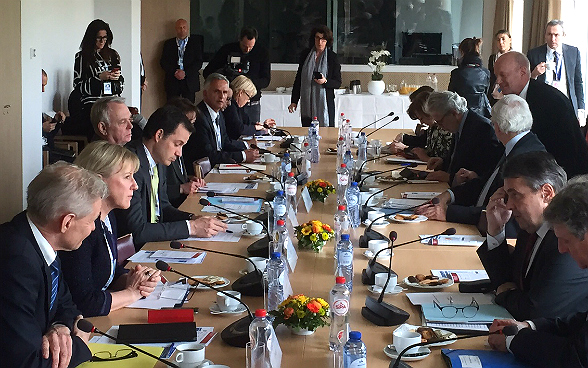 Federal Councillor Burkhalter making his statement at the Humanitarian Crisis Meeting at the Brussels conference on Syria.