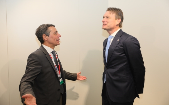 Federal Councilor Ignazio Cassis talks with Halbe Zijlstra, Dutch Foreign Minister.