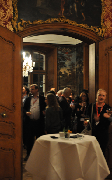 The representatives from international organisations enjoying the cocktail and the exchange with colleagues.