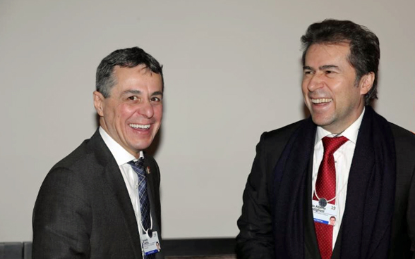 Federal Councillor Cassis and Paraguayan Foreign Minister Luis Castiglioni laugh during their meeting at the WEF.