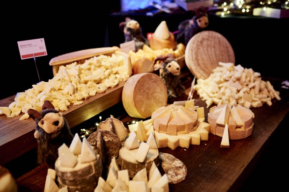 At this gastronomic evening, the guests could taste various Swiss specialities, including a selection of finest Swiss cheese.